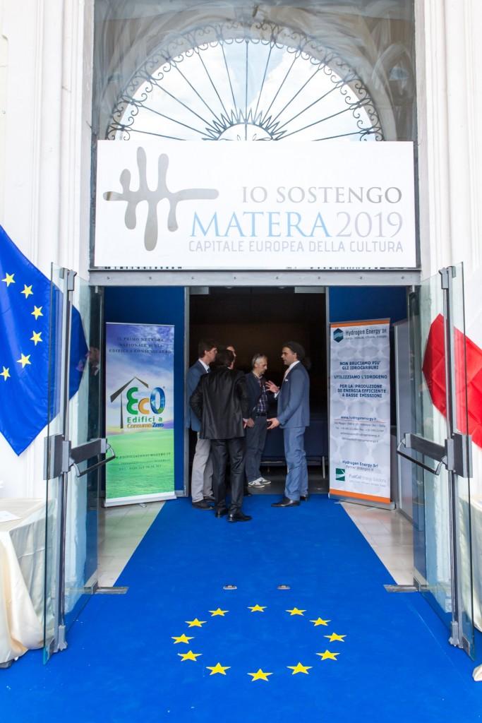 Foto Convegno Matera Piazza V.Veneto Cinema Comunale